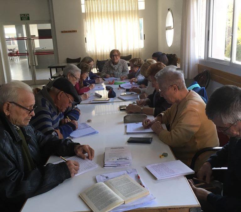 Los talleres de la Tercera Edad tienen como objetivo dinamizar a las personas mayores y que disfruten de su tiempo libre