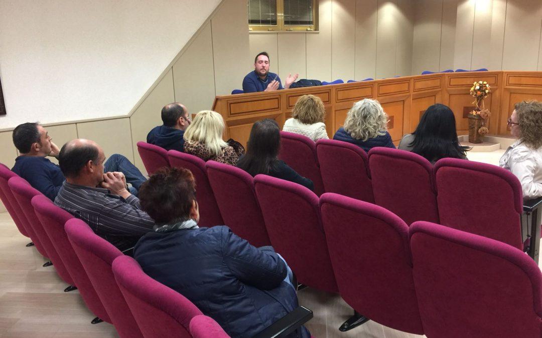 Juanjo Fuentes, concejal de Comercio, se reunió con los vendedores del Mercado de Abastos para proponer medidas que revitalicen esta plaza histórica