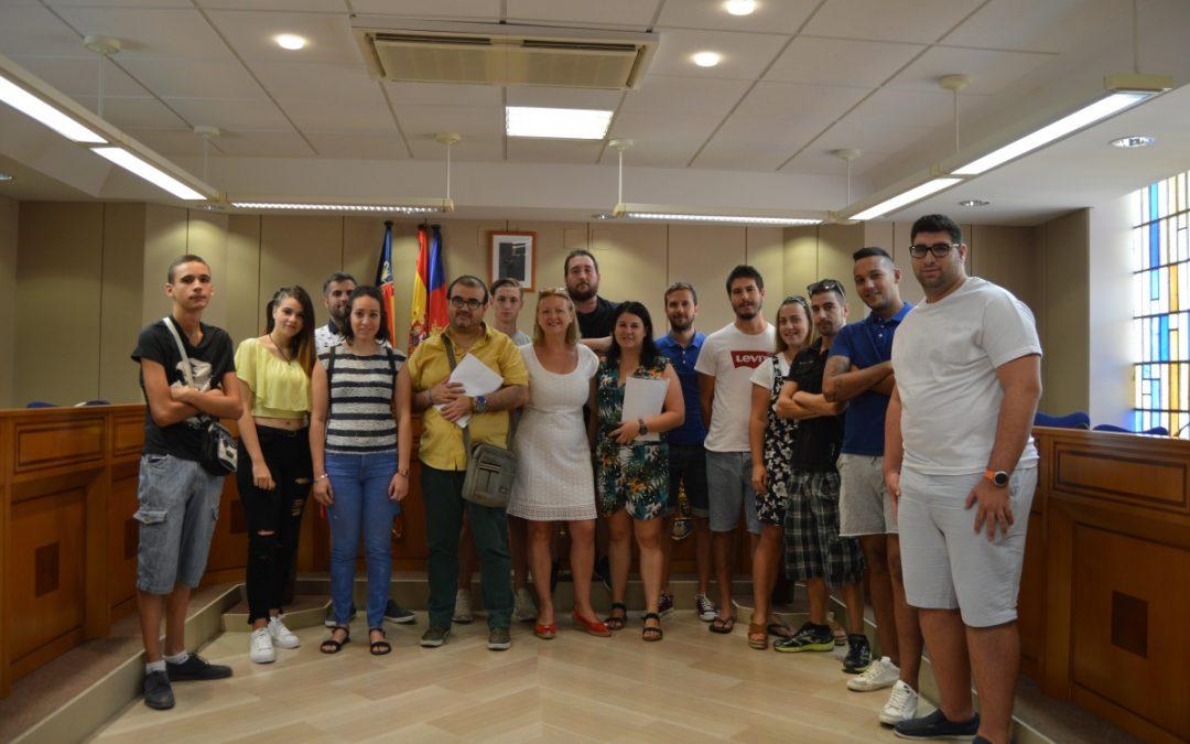 El Ayuntamiento de Albatera contrata a 13 jóvenes a través de dos programas de empleo