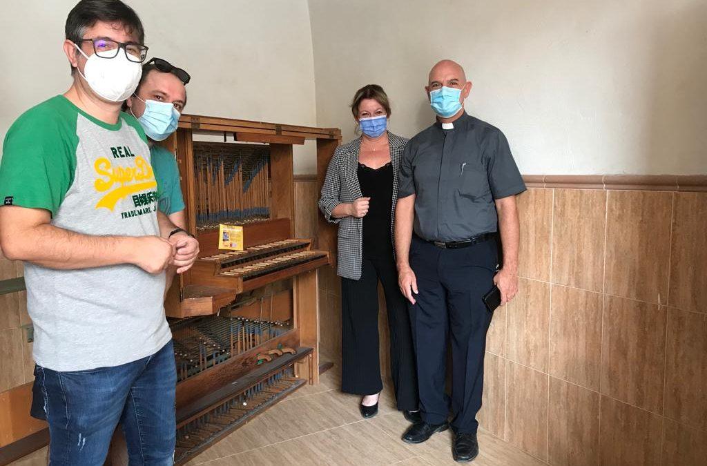 Reunión de trabajo para planificar la instalación del órgano de la Iglesisa Santiago Apóstol